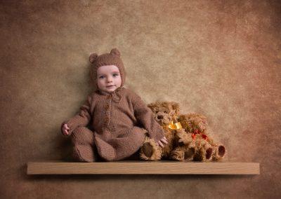baby_photographer_northampton_six_months_teddy_bear_Miranda_Walton_Photography