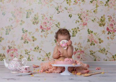 cake_smash_photographer_northamptonshire_vintage_tea_pot_Miranda_Walton_Photography